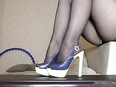 Amateur Step sister handjob on her nylon feet